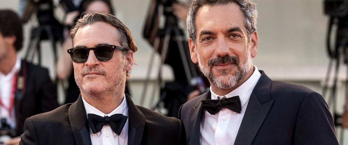 还记得本周为大家报导的JoaquinPhoenix于《Joker》专访中因谈及该片争议话题愤而离席的消息吗?DC最新力推的独立电影《Joker》..